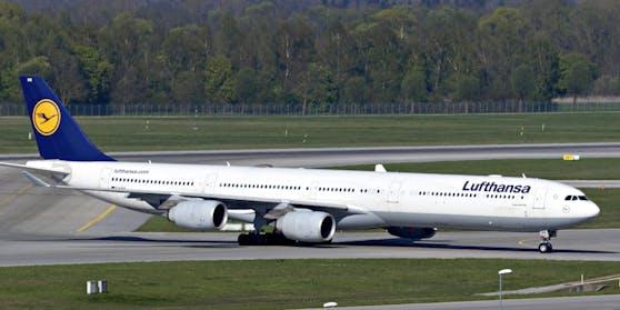 Lufthansa-Chef Carsten Spohr droht erneut mit Entlassungen von Piloten im Frühjahr.