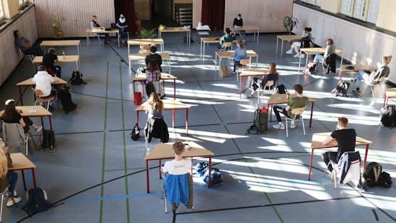 Schüler sind wegen ungleicher Prüfungen verärgert. (Symbolbild)