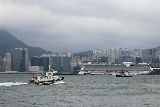 """Das Kreuzfahrtschiff """"Diamond Princess"""" in der Bucht von Yokohama.Alle Coronafälle darauf sollen auf eine Person zurückgehen."""