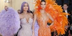 Kylie und Kendall zahlen Fabriksarbeitern Löhne nicht