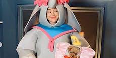 """Mama Katy übt Schlaflieder im """"Dumbo""""-Kostüm"""