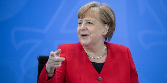"""Angela Merkel (""""Wir schaffen das"""") verfolgt beim Thema Migration einen weit großzügigeren Zugang als Bundeskanzler Sebastian Kurz."""