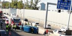 Unfall auf A22: PKW kippte bei 80 km/h auf die Seite