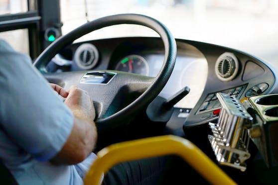 In einem Linienbus von Linz nach Steyregg gab es mächtig Ärger. Es kam zur Rangelei zwischen dem Busfahrer und zwei Fahrgästen.