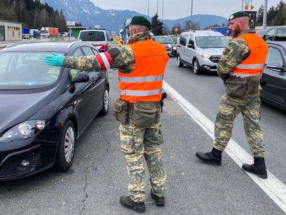 An Österreichs Grenzen fliegen Einreisende mit ihren gefälschten Coronatests immer öfter auf. (Symbolbild)