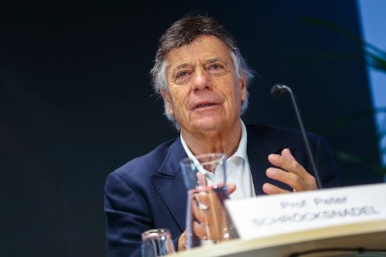 ÖSV-Boss Peter Schröcksnadel will die Ski-Stars gratis impfen.