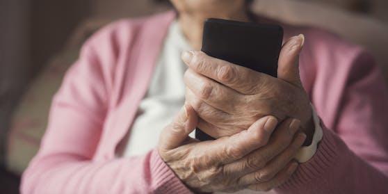 Unter anderem die Ärztekammer und der Patientenanwalt befürworten die telefonische Krankschreibung.