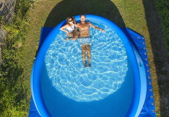Ferien im eigenen Pool ist in diesem Sommer für viele die Lösung.