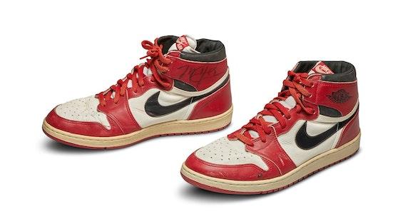 """Michael Jordans """"Nike Air Jordans"""" wurden um eine halbe Million Euro versteigert."""