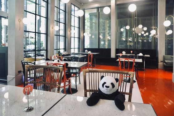 """Im thailändischen """"Maison Saigon"""" haben Pandabären Platz genommen."""