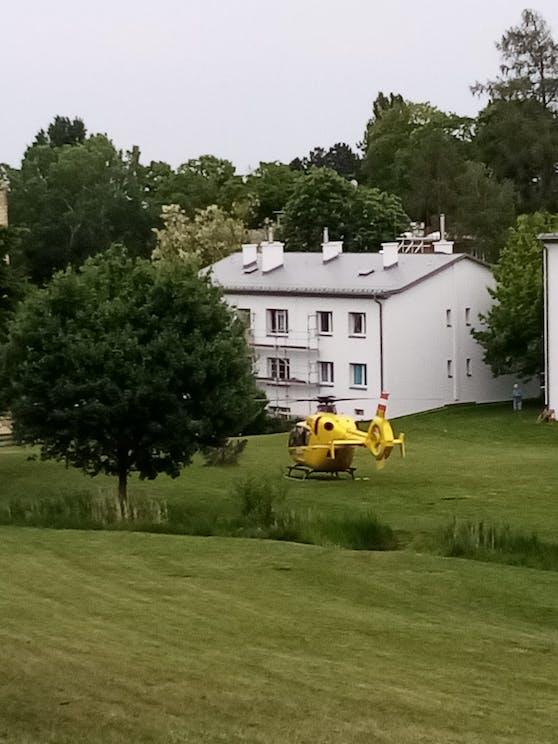 ÖAMTC-Hubschrauber landete in einem privaten Garten in Liesing