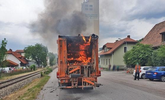 Der Müll im Inneren brannte lichterloh.