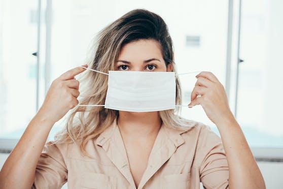 Das Tragen von Schutzmasken erschwert den Blick auf unsere Mitmenschen - auch als neurologischer Prozess.