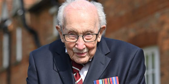 Der britische Kriegsveteran Tom Moore ist an Corona erkrankt