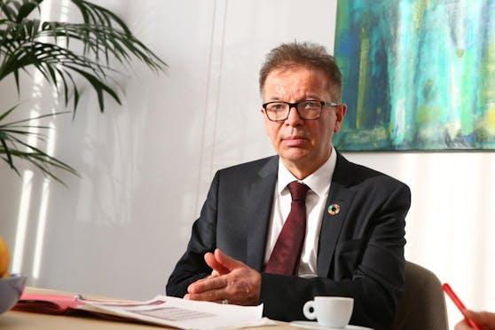 """Ein Linzer Wirt erteilte Gesundheitsminister Rudi Anschober (Grüne) """"Hausverbot""""."""