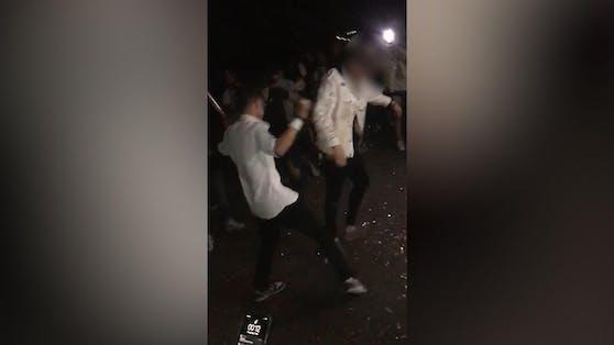 """""""Bachelorette""""-Treffen wird zur illegalen Massenparty: Die Polizei musste mehrmals ausrücken."""