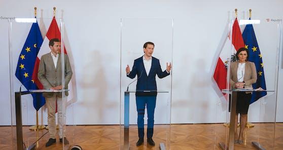 Wirtschaftskammer-Präsident Mahrer, Kanzler Kurz, Tourismusministerin Köstinger bei einer Pressekonferenz am Donnerstag.