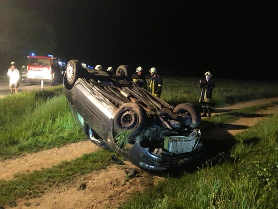 Das Auto landete beim Unfall am Dach.