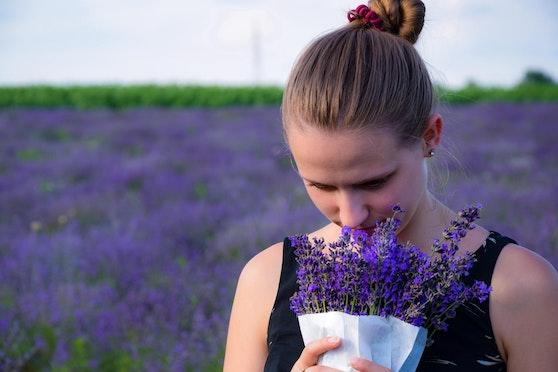Der Verlust, riechen und schmecken zu können, wird seit längerem als Corona-Symptom diskutiert..