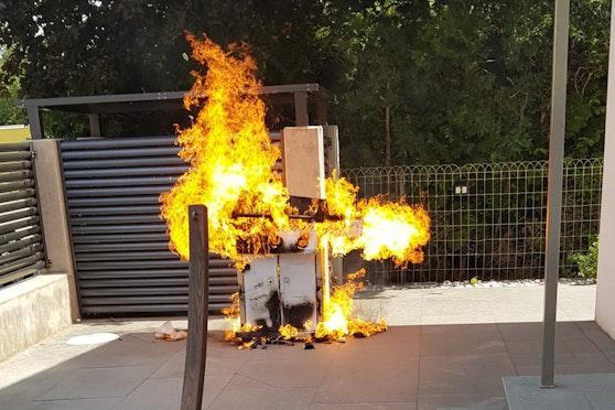Der Griller brannte lichterloh.