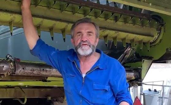"""Wut-Bauer Leo Steinbichler macht seinem Ärger über die """"Corona-Maßnahmen"""" der Regierung in einem Facebook-Video Luft."""