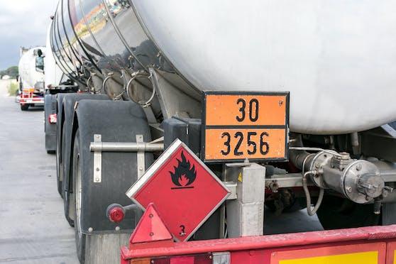 Symbolfoto eines Gefahrengut-Transports