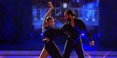 """""""Let's Dance""""-Massimo lässt Lili an seiner Lampe reiben"""
