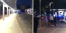 Teenies mit Pistole rasen auf Gehweg vor Polizei davon