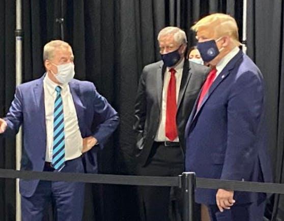 US-Präsident Donald Trump wehrte sich lange gegen eine Maskenpflicht.Nun wurde der 73-Jährige doch beim Tragen einer Maske abgelichtet.