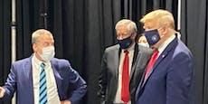 Trump trägt nun doch eine Maske