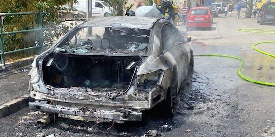 Das Luxusfahrzeug brannte komplett aus.