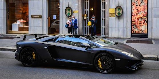 Ein Lamborghini auf den Straßen von Mailand.