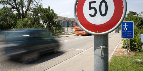 Ein 65-jähriger fuhr am Sonntag mit 122 km/h durch das Ortsgebiet von Brückl (Kärnten).