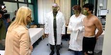 Ministerin Tanner inspiziert halbnackte Männer