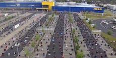 Hunderte feiern Ramadan auf Ikea-Parkplatz