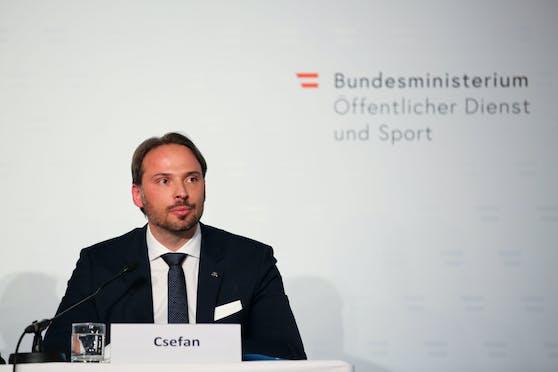 "Dieter Csefan, Operativer Leiter der ""Soko Tape"""