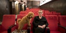 Diese Frau öffnet das einzige Kino Wiens