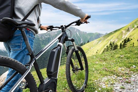 E-Bikes sind auf dem Vormarsch, doch nicht jedes noch so teure Gerät ist auch ein sicheres Gefährt, wie ein aktueller VKI-Test zeigt