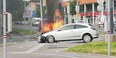 Frau (24) fährt gegen Mast, Opel fängt sofort Feuer