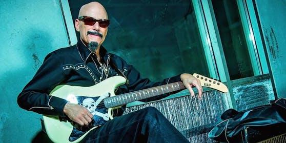 """Gitarrist Bob Kulick ist im Alter von 70 Jahren gestorben. Er war der """"fünfte Beatle"""" von der Rockband Kiss."""