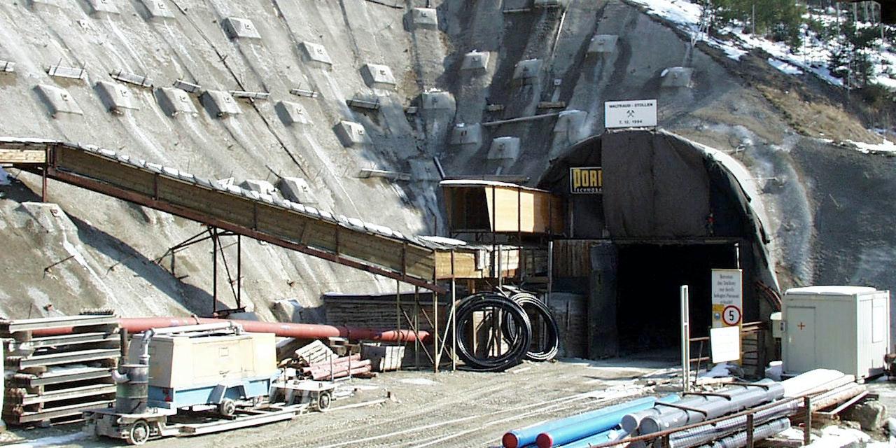 Tunnelarbeiter (59) von Baufahrzeug überrollt: Tot - Österreich ...