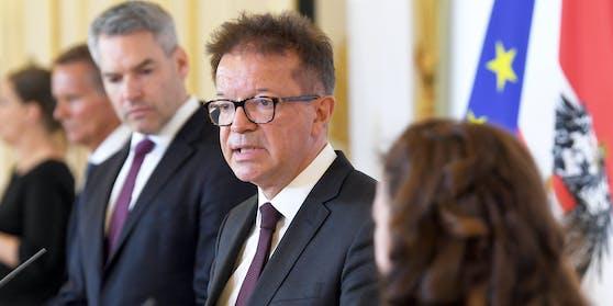 Gesundheitsminister Rudi Anschober und Innenminister Karl Nehammer (l.)