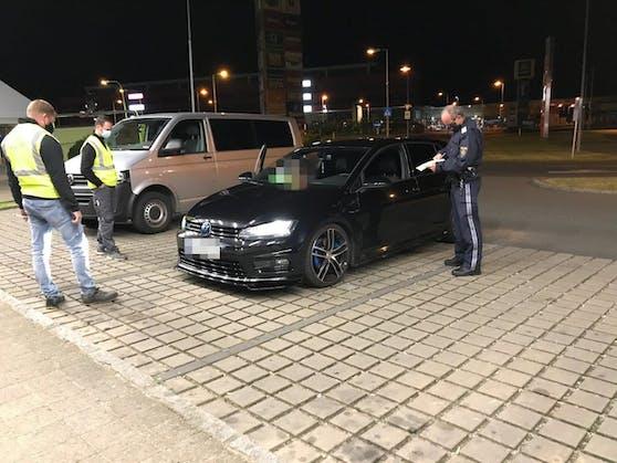 Die Polizei Steiermark führte an zwei Wochenenden Kontrollen an mutmaßlich getunten Autos durch. Symbolbild,