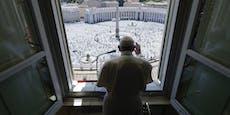 Papst betet erstmals seit Monaten wieder vor Gläubigen