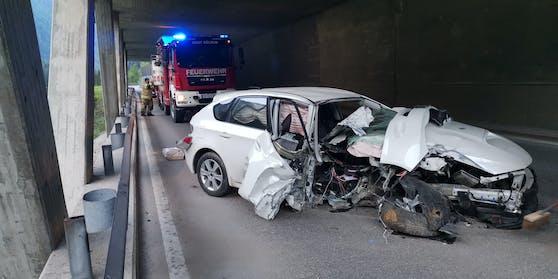 Ein 17-Jähriger Probeführerscheinbesitzer hat Sonntagfrüh das Auto seiner Mutter geschrottet.