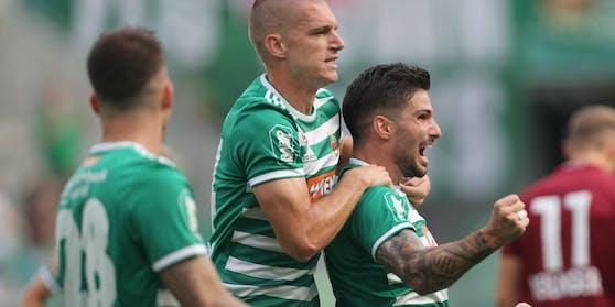 Rapid-Stürmer Fountas bejubelt einen Treffer.