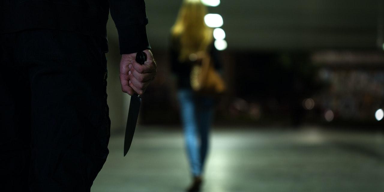 Mädchen-Bande mit Messer versetzt Stadt in Angst
