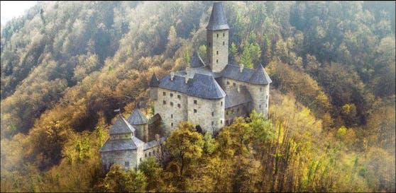 Erbaut wurde das Schloss Samoborvon im 13. Jahrhundert. 1902 kaufte der Ort Samobor das Schloss. Inzwischen gibt es tatsächlich Restaurationspläne, umgesetzt wurde aber noch nichts.