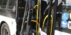 Lastwagen kracht in Schwechat in Linienbus