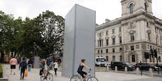 London verkleidet Churchill-Statue sicherheitshalber